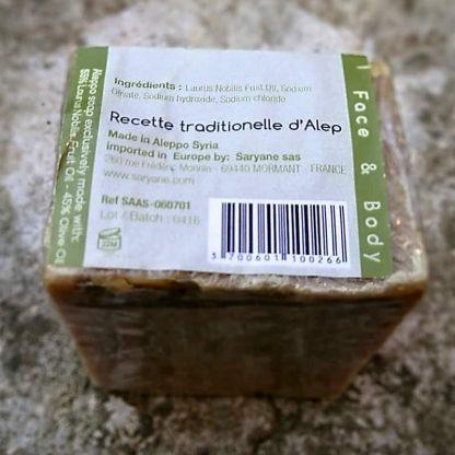 Composition d'un savon d'Alep traditionnel avec 55% d'huile de baie de laurier.
