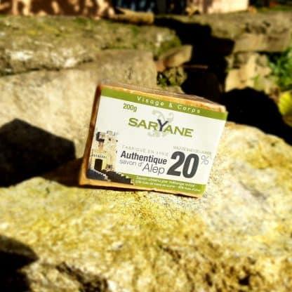 savon d'Alep traditionnel à 20% d'huile de baie de laurier. Vous pouvez acheter ce savon sur Savon-Alep.Shop. Photo CC BY SA Savon-Alep.Shop