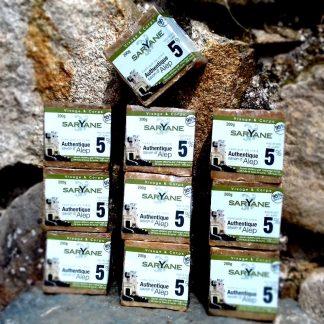 Lot de 10 savons d'Alep classiques à 5% d'huile de baie de laurier.