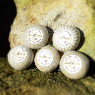 Lot de 5 Savonnettes d'Alep à 20% d'huile de baie de laurier. Fabriquées à partir de savon d'Alep traditionnel & naturel sans colorant ni parfum ni additif.