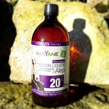 Savon d' Alep liquide à 20% d'huile de baie de laurier & 80% d'huile d'olive. Sans colorant, sans parfum. Pour tous types de peau. Bouteille de 1L - 18,90€.