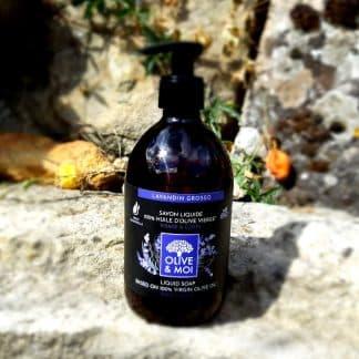 Savon 100% huile d'olive au lavandin. Bio. Sans Paraben. Tous types de peau. Bouteille de 500ml à pompe vendue 10,50 € sur Savon-Alep.Shop.